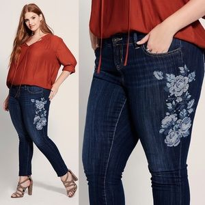 Torrid Floral Embroidery Skinny Jeans Size 26